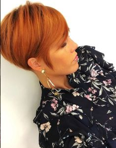 Credits to: lavieduneblondie Red Hair Pixie Cut, Superkurzer Pixie, Short Hair Cuts, Short Wedge Haircut, Color Cobre, Transitioning Hairstyles, Homecoming Hairstyles, Gold Hair, Cool Haircuts