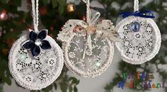 addobbi, lavoretti di natale, fai da te, riciclo, uncinetto Shabby Chic Christmas Ornaments, Burlap Christmas Tree, Gold Christmas Decorations, Christmas Wreaths, Christmas Crafts, Crate Crafts, Burlap Crafts, Christmas Feeling, Fabric Ornaments