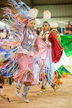 Powwow at Apache Gold Casino Resort in San Carlos, Arizona. Native American Regalia, Native American Beauty, Indian Tribes, Native Indian, Indian Pow Wow, Powwow Regalia, Native Tattoos, Jingle Dress, Black Indians