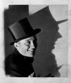 Bing Crosby + top hat = pure class