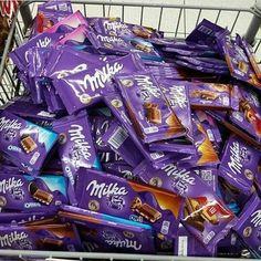 beautiful, choco, and love image Chocolate Milka, Dairy Milk Chocolate, Chocolate Lovers, Sleepover Snacks, Night Snacks, Junk Food Snacks, Food Snapchat, Candy Store, Aesthetic Food