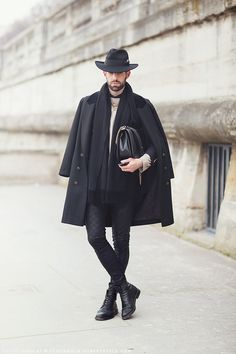 every single part of this outfit is perfect. All Black Fashion, Look Fashion, Mens Fashion, Hippie Fashion, Paris Fashion, Men Street, Street Wear, Dandy, Boris Vian