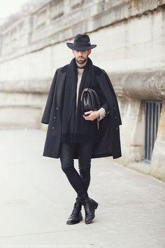 every single part of this outfit is perfect. Foto Fashion, Mens Fashion, Hippie Fashion, Paris Fashion, Dandy, Men Street, Street Wear, Boris Vian, All Black Fashion