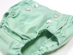 Culotte en color verde menta con botones en el delantero como detalle #kids #corazondeleonkids #diaper #verde #moda #madeinSpain #SpringSummer2015 #baby #botones #cubrepañal #culotte #bottoms