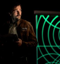 Essential Guy Style Rules That'll Help You Look Taller Captain Cassian Andor from Star Wars Rogue One
