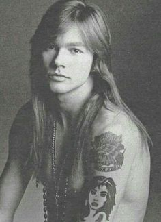 For everything Guns n Roses check out Iomoio Axl Rose, Hard Rock, Guns N Roses, Rock N Roll, Metallica, 80s Hair Bands, Charlie Sheen, Welcome To The Jungle, Rock Legends