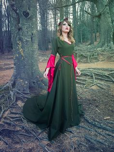 Drop sleeves make this enlish, not irish, so unauthentic. IT'S STILL PRETTY.    Celtic princess green wool and red silk costume by CostureroReal