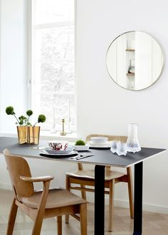 In Alvar Aalto created his classic series of glass vases. The Alvar Aalto vase collection has been a staple of modern Scandinavian design and the most iconic series in the Iitala range ever since. Old Kitchen, Kitchen Dining, Alvar Aalto Vase, Dining Chairs, Dining Table, Dining Area, Dining Rooms, Modern Candle Holders, Interiors