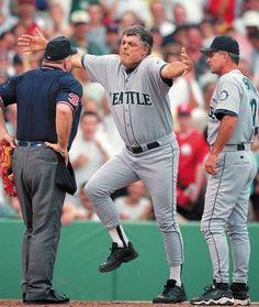 Nothing quite like a Lou Piniella freak out! Dirt kicking, yelling, base throwing, hat kicking, over the top body language! Mariners Baseball, Seattle Mariners, Seattle Seahawks, Baseball Photos, Baseball Wall, Baseball Cards, Lou Piniella, Baseball Players, Baseball Teams