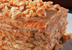 Bolo Gelado com Praline de Amendoim - http://www.receitasja.com/bolo-gelado-com-praline-de-amendoim/