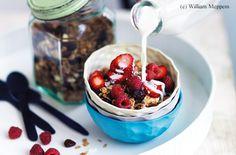 Geröstetes Zimt-Körner-Müsli mit Cranberrys und Kokosnuss