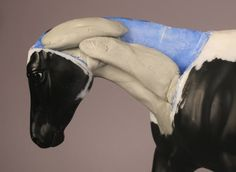 Don't Eat the Paint Blog: how to sculpt a horse's neck accurately according to muscle structure.