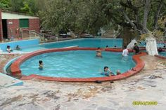 Tiene su balneario de aguas termales agua caluente vusita Arivechi Sonira.