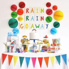 Flying Tiger Copenhagenが提案するLife is Party今月のパーティーテーマは梅雨パ外に出られない雨の日こそおうちの中でパーティーはいかが爽快なカラフルレインボーでデコレーションすればどんより雨の日もパッと明るい気分に 作り方は記事をチェック @archdays プロフィールから記事にとべます @flyingtigerjp #flyingtiger #flyingtigercopenhagen #lifeisparty #hygge #rainbowparty #フライングタイガー #梅雨パ #梅雨を楽しむ #ホームパーティー #ホームパーティ #ホムパ #キッズパーティー #レインボーケーキ #キャンディビュッフェ #キャンディボックス #ドリンクディスペンサー #ドリンクサーバー #ケーキスタンド #ガーランド #フラッグガーランド #フードピック #ラバーダック #カラフルで可愛い #キャンバスアート #絵の具遊び #パーティーアイディア #パーティーアイデア #パーティーアイテム #diy女子 #archdays