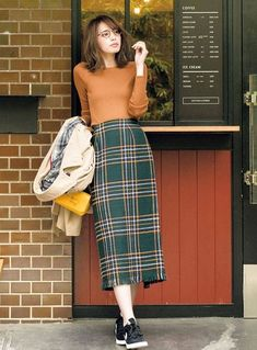30 Lovable Long Skirt Outfits Ideas The clothing culture is very old. Long Skirt Fashion, Long Skirt Outfits, Pencil Skirt Outfits, Winter Skirt Outfit, Modest Fashion, Fashion Outfits, Womens Fashion, Long Skirts, Long Plaid Skirt
