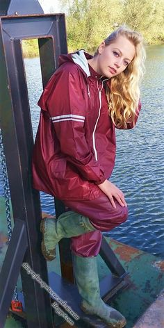 Nylons, Hunter Boots Outfit, Wellies Rain Boots, Rubber Raincoats, Rain Suit, Leder Outfits, Wellington Boot, Rain Wear, Cool Girl
