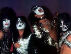 kiss on tour 1978 Kiss Band, Kiss Rock Bands, Kiss Images, Kiss Pictures, Rock & Pop, Eric Carr, Vintage Kiss, Peter Criss, Best Kisses