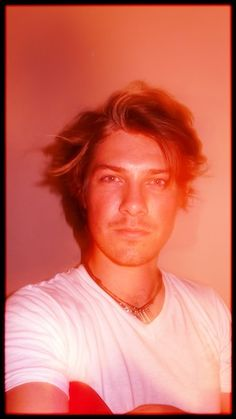 Taylor is my fave Hanson brother.. that voice and his red suspenders.. Oh,man.