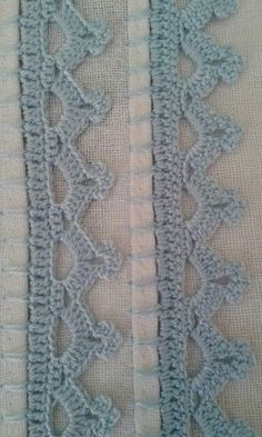 Agulhas e Pinceis: Biquinhos simples (Crochet edgings with instructions in Portuguese but with international diagram) This Pin was discovered by zah Crochet Boarders, Crochet Edging Patterns, Crochet Lace Edging, Filet Crochet, Crochet Trim, Crochet Designs, Crochet Stitches, Knit Crochet, Crochet Projects