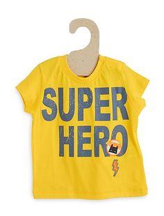 Tee-shirt manches courtes Petit garçon 5,00€ T-shirt manches courtes Le super-héros c'est lui : votre bout'chou ! - Tee-shirt pur coton - Manches courtes - Col rond a