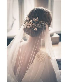 Wedding veil ideas: floral