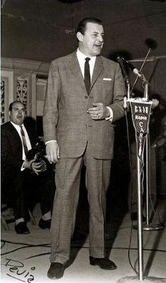 Julio Sosa en fonoplatea de radio Carve. Año 1962 (aprox.). (Foto: Archivo Héctor Devia. Autor: Héctor Devia).