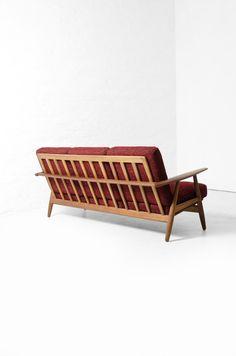 Hans J. Wegner; GE-240 Teak 'Cigaren' Sofa for Getama, 1950s.