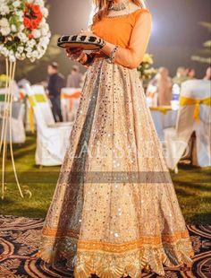 Beautiful Pakistani Dresses, Pakistani Wedding Dresses, Pakistani Dress Design, Pakistani Frocks, Pakistani Outfits, Shadi Dresses, Indian Dresses, Simple Dresses, Nice Dresses