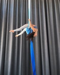 Fancy Hammock Knot Sequence 💙 🌏 Our 2018 World Tour is selling out! There are limited spots open in our upcoming Teacher Training programs… Hammock Knots, Dog Hammock, Aerial Hammock, Indoor Hammock, Aerial Dance, Aerial Hoop, Aerial Arts, Aerial Silks, Hammock Stand