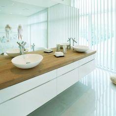 łazienka z dwoma umywalkami / bathroom with two sinks