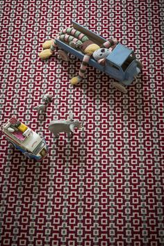 LR_lifestyle_carpet_designer_margo_selby_7202_Quirky_B_Wool_Shuttle_Peter