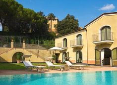 Villa Agnese Sestri Levante Villa Agnese has a peaceful location surrounded by vineyards, 3 km from Sestri Levante city centre and from the beach. It offers a sun terrace with swimming pool and loungers, and free parking with CCTV video surveillance.
