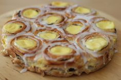 cinnamon bun with custard cream-The world's best cake - min side Norwegian Food, Pistachio Cake, Danish Food, Dessert For Dinner, Sweet Desserts, Sweet Bread, Let Them Eat Cake, I Love Food, No Bake Cake