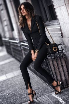 Professional Summer Outfits Ideas You Will Totally Love 11 all black outfit Classy Winter Outfits, Stylish Work Outfits, Winter Outfits For Work, Spring Outfits, Classy Party Outfit, Edgy Chic Outfits, All Black Outfit For Party, All Black Outfit For Work, Black Summer Outfits