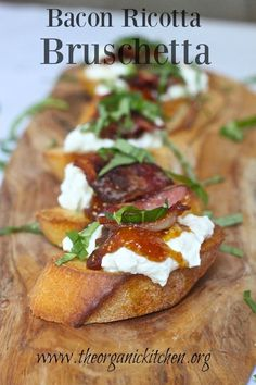 A delicious sweet and savory bruschetta made with bacon, ricotta cheese and fig jam Yummy Appetizers, Appetizer Recipes, Bruschetta Recept, Best Bruschetta Recipe, Tostadas, Queso Ricotta, Real Food Recipes, Cooking Recipes, Fig Jam