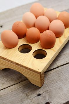 Wooden Egg Tray for when we have chickens Woodworking Furniture Plans, Woodworking Crafts, Diy Furniture, Furniture Design, Home Decor Store, Diy Home Decor, 1001 Pallets, Pallet Benches, Pallet Tables