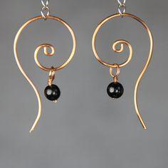 Le câblage défilement hoop boucles d'oreilles nous livraison gratuite authentique fait à la main motifs en cuivre