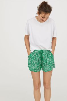 Patterned shorts - Green/Patterned - Ladies   H&M GB 1