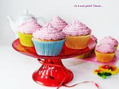 Ce a mai gatit Timea...: Cupcakes cu crema de visine