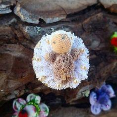 Guarda questo articolo nel mio negozio Etsy https://www.etsy.com/it/listing/521371440/spilla-con-bambolina-in-miniatura-spilla