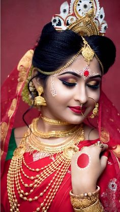 Book Verified Top Bridal Makeup Artist in Kolkata. Best & affordable Makeup Artists for wedding, Find Beauty Parlours For Bridal At Home. Indian Wedding Couple Photography, Indian Wedding Bride, Bengali Wedding, Bengali Bride, Bridal Photography, Bengali Saree, Indian Bridal Photos, Indian Bridal Sarees, Indian Bridal Outfits