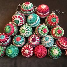 Decorative baubles in cotton sportweight yarn. The samples were worked in Schachenmayr Catania. You will need a Christmas ball - in diameter. Crochet Christmas Decorations, Crochet Ornaments, Christmas Knitting Patterns, Holiday Crochet, Christmas Baubles, Crochet Crafts, Yarn Crafts, Crochet Projects, Christmas Crafts