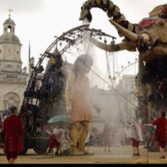 The Sultan's Elephant -- an awesome larger-than-life marionette show created by the Royal de Luxe theatre company | Nantes, France