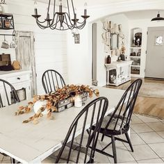 Farmhouse Homes, Farmhouse Chic, Farmhouse Table, White Farmhouse, Farmhouse Light Fixtures, Farmhouse Lighting, Home Design, Room Wall Colors, Kitchen Table Makeover