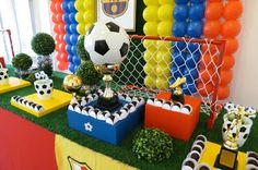Farolita Decoração de Festas Infantis: barcelona World Cup Party Soccer Birthday Parties, Birthday Cup, Barcelona Soccer Party, Festa Party, Sports Party, Ballon, Balloon Decorations, Party Time, Birthdays