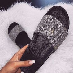 The diamond slides are here!The perfect slides for all styles!Super cute and comfortable - running true to size! Bling Sandals, Rhinestone Sandals, Cute Sandals, Cute Slides, Ego Shoes, Glitter Slides, Fresh Shoes, Sneaker Boots, Trendy Shoes