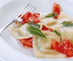 Spinach and Ricotta filled Raviolis - Pinaatti-ricottatäytteiset raviolit (Ravioli agli spinaci), resepti – Ruoka.fi