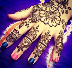 We have got the best Henna flower Tattoo designs collection for you. Creative, Awesome, cute designs to give your Henna mehndi tattoo a different look. Henna Tatoos, Mehndi Tattoo, Henna Tattoo Designs, Mehndi Art, Henna Mehndi, Flower Tattoo Designs, Hand Henna, Tattoos, Henna Art