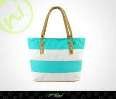 Opta por una bolsa en tonos neutros como esta ¡te combinara con todo!