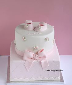 Marsispossu: Ristiäiskakku ruusunnupuilla, Christening cake for baby girl